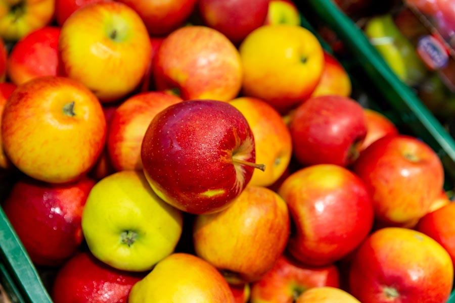 Äpfel aus der Region bei EDEKA in München